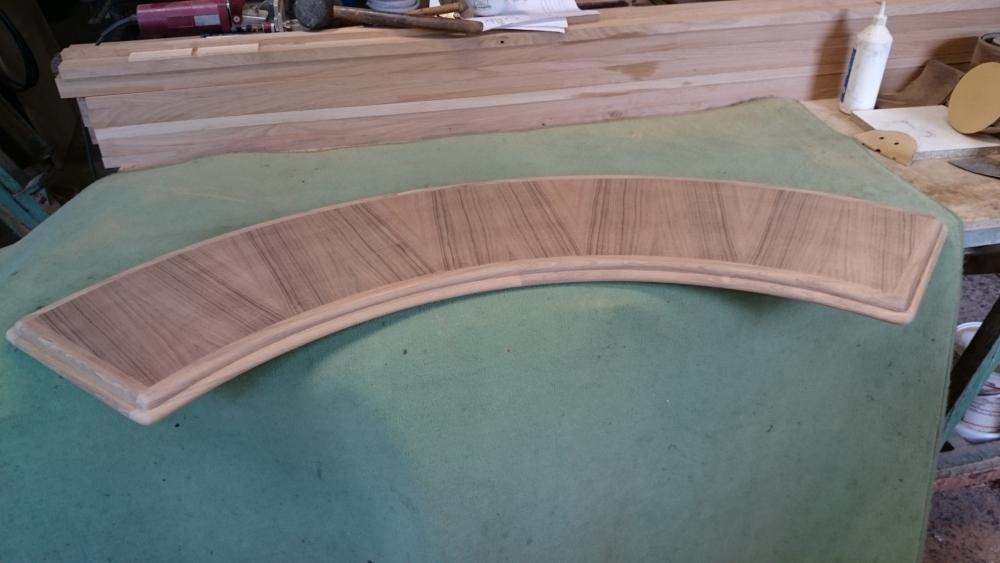 tablette en bois massif brut et placage