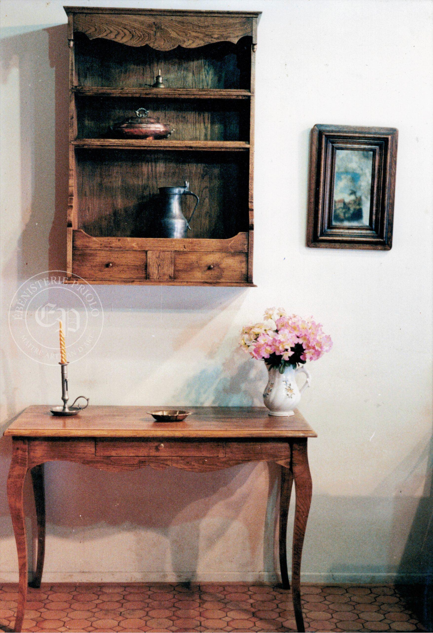 ensemble table style louis XV et rangement haut