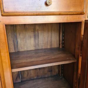 étagère interieure du buffet avec système de fixation crémaillère