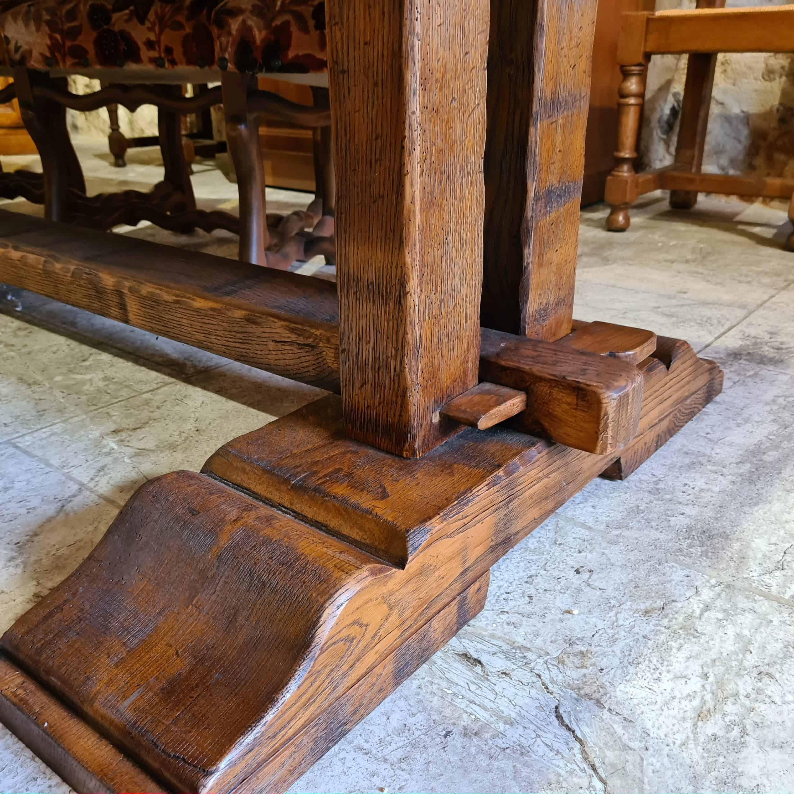 oied de table monastère avec clé