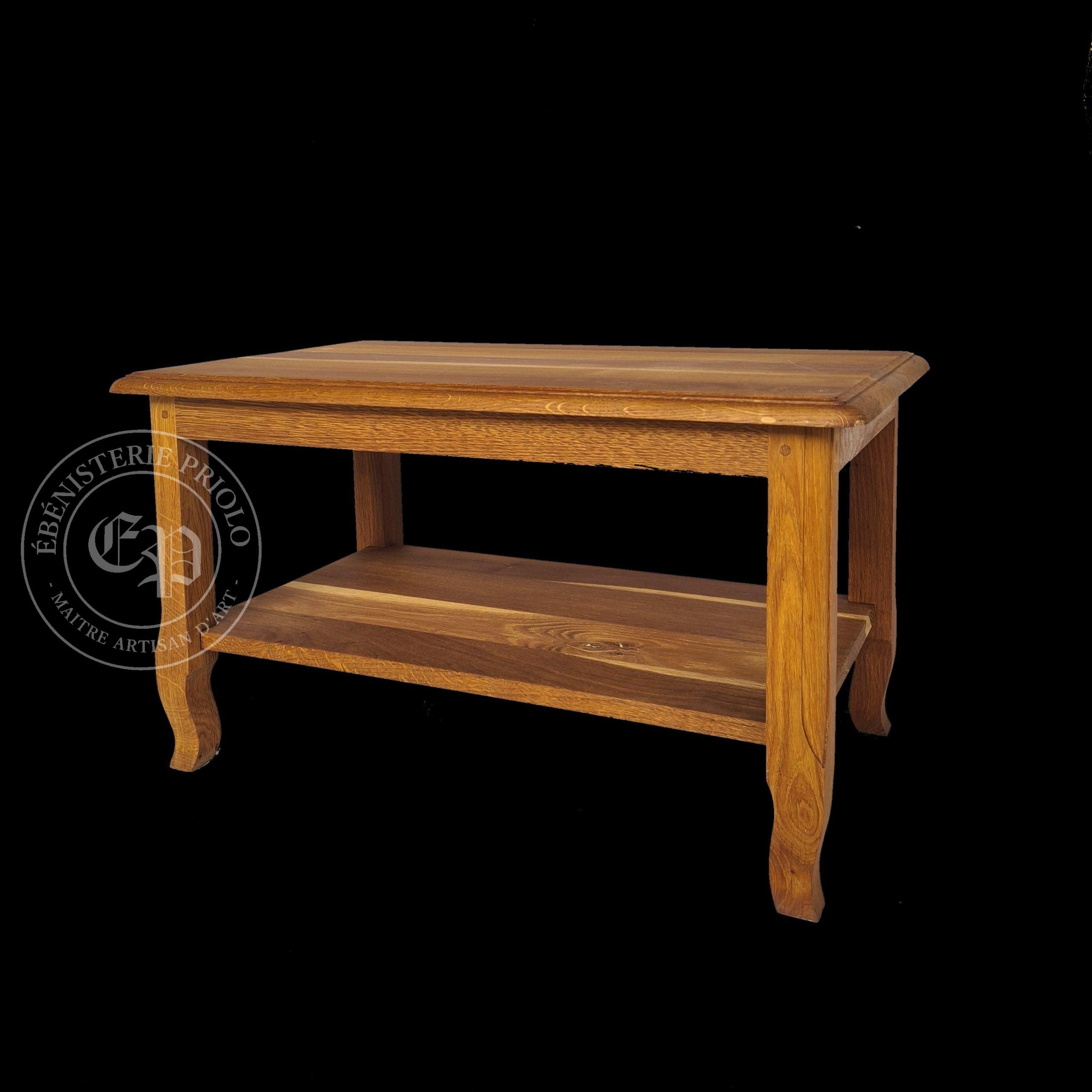 table basse en chêne pieds Louis XV massif coloris huile de lin